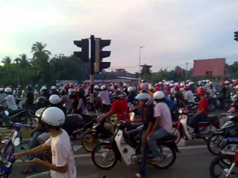 mat rempit Mat rempit di plaza tol bagan ajam, lebuhraya lingkaran luar butterworth 1 april 2017 - duration: 1:32 faiz rev 213,066 views.